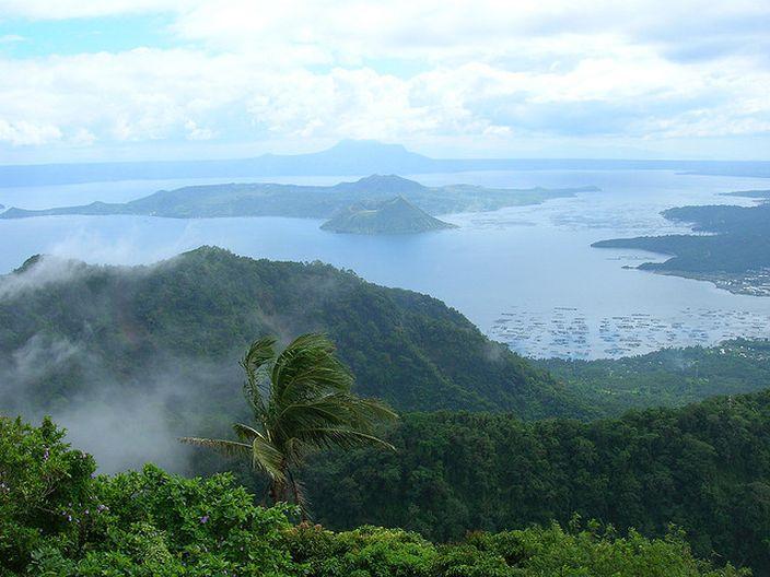 Taal, Philippines (Mvdelrosario 217Flickr)