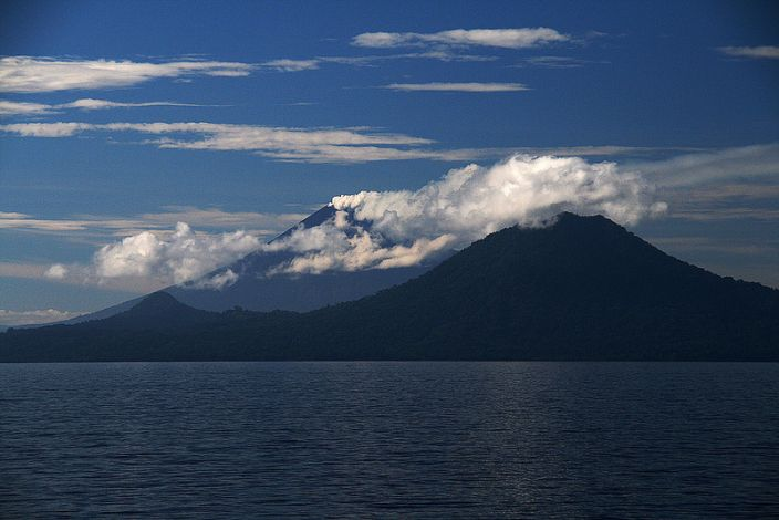 Ulawun, Papua New Guinea (Richard Arculus/Flickr)
